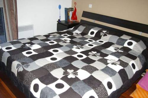 comment coudre un dessus de lit. Black Bedroom Furniture Sets. Home Design Ideas