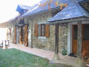 Vue extérieure d'une maison de campagne