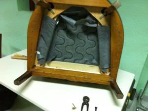 Le dégarnissage d'un fauteuil