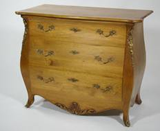 Une commode galbée